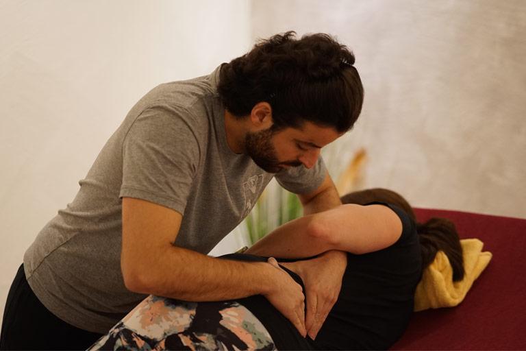 Manuelle Therapie, Therapeut mit Patientin
